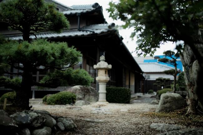 古き良き日本を感じられる稲村亭の日本庭園