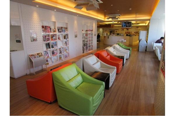 提供:東京都赤十字血液センター/ハチ公前献血ルームの休憩スペース