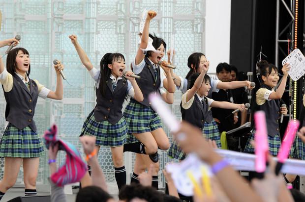 指原莉乃率いるHKT48(2014年)