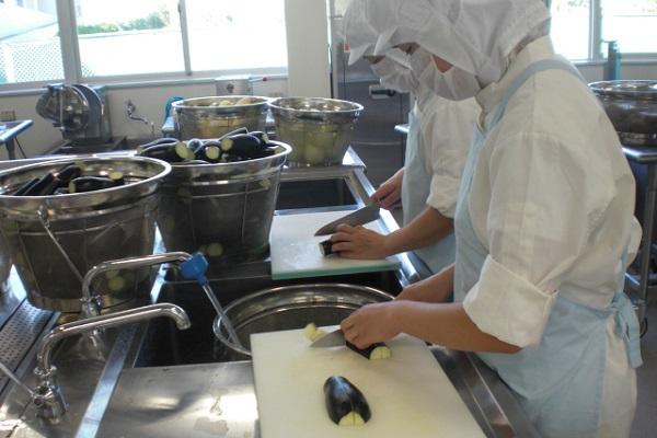 提供:箕面市子ども未来創造局 学校給食室/調理風景