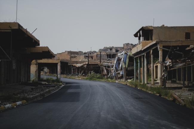 ISとの戦闘で破壊された街。人々は物理的にも精神的にもダメージを受けてしまいました。