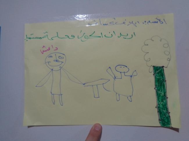 ISの戦闘員に攻撃される人を描いた絵。戦闘から逃れてきた子どもたちの多くがこのような体験をしています。