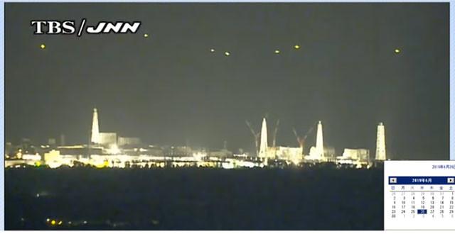 6月26日の深夜から明け方までの数時間、福島第一原発上空に現れた発光体。不規則な動きを繰り返し、時折強く光るのが確認できた(JNN福島第一原発情報カメラを録画した大沼氏のYouTubeより)