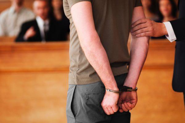 法廷・被告
