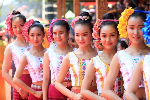 タイ族の少女たち