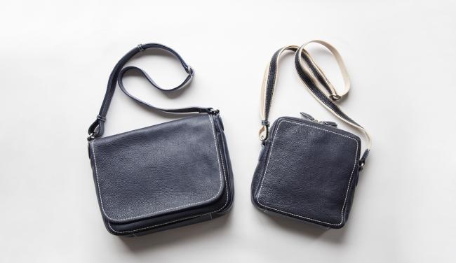 通常神戸店限定色として発売している、「トーンオイルヌメ」シリーズのネイビー(左 ショルダー、右 ジップトップショルダー)