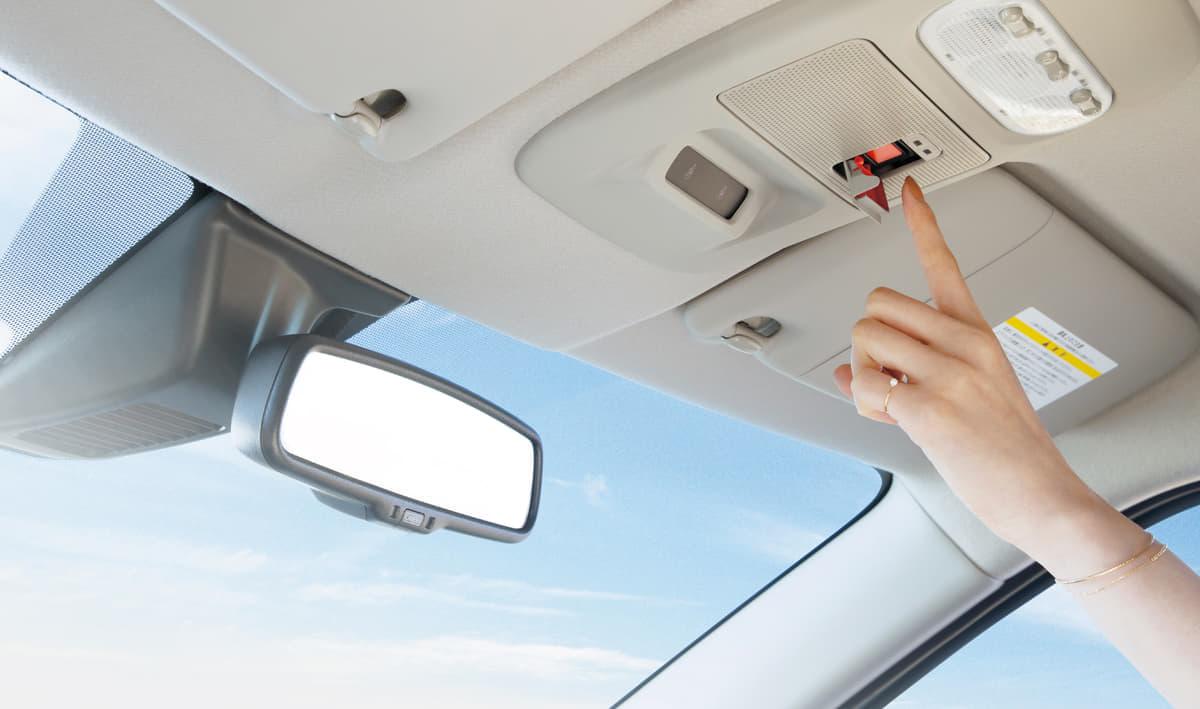 あおり運転対策にも効果的!「SOSコール」が新型車に続々と採用される理由とは