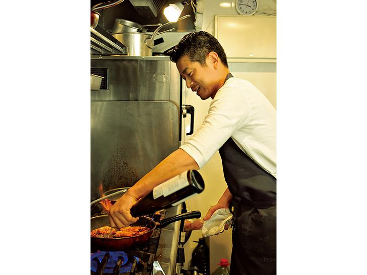 吉田さんは魚屋に一年勤めた経験もあり、以降、週2、3回は市場に行き必ず現物を見ます。「知らない食材に出合うと、モチベーションも上がります!」