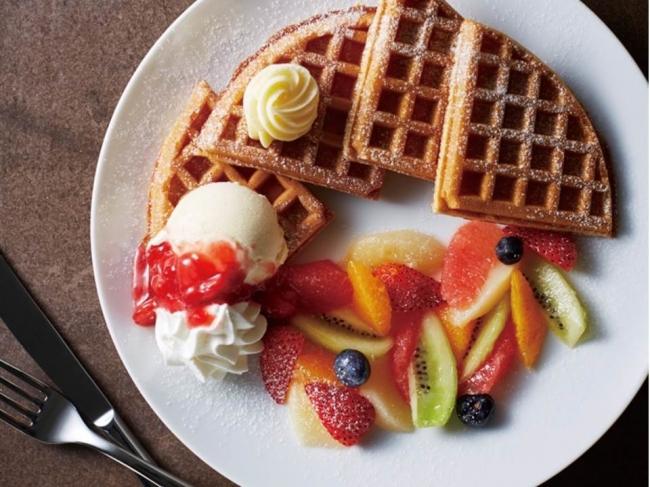 フルーツ&アイスクリームのアメリカンワッフル