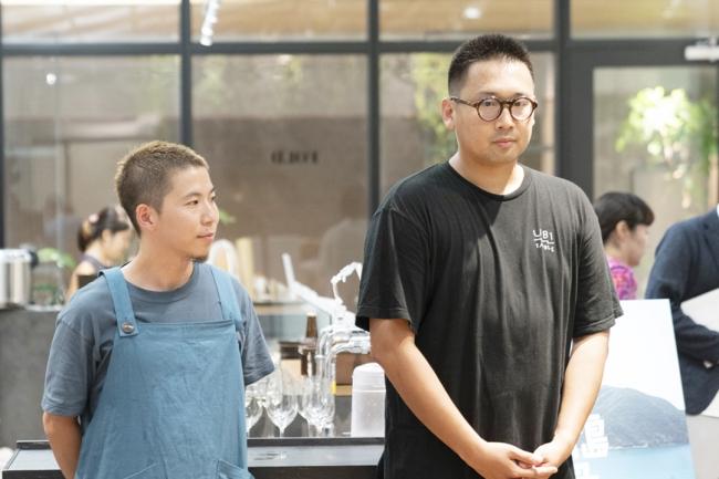 料理を担当した中村シェフ(左)と森枝シェフ(右)