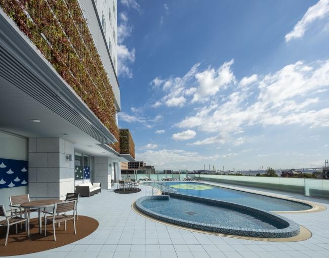 4階 屋外温水プール「キリンレモンプール」