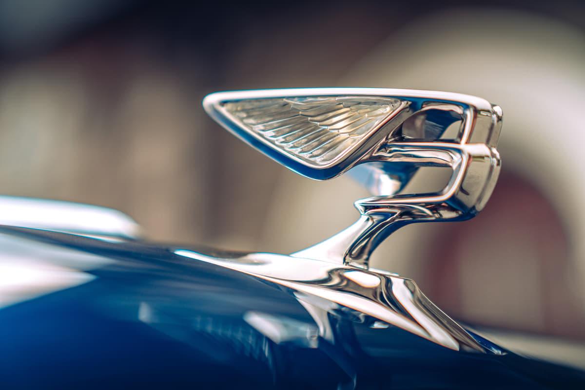 高級車ベントレーの象徴「フライングB」  創業100周年を記念に新マスコット披露