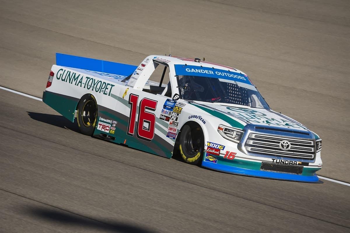 NASCARトラック・シリーズ第19戦 服部茂章氏率いるチーム「HRE」が今季3勝目をマーク