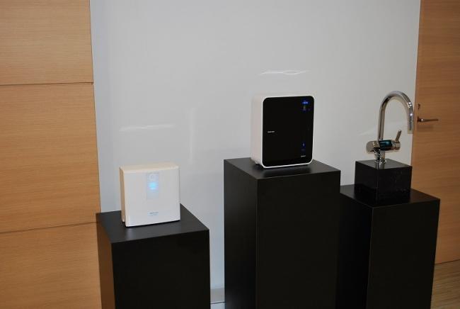 お邪魔したオフィスのエントランスには、「電解水素水製水器」が並んでいました。