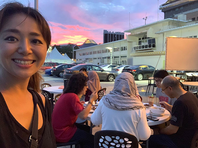 ブルネイ家族とラマダン明けのサンセットイフタール(日没後初めてとる食事)
