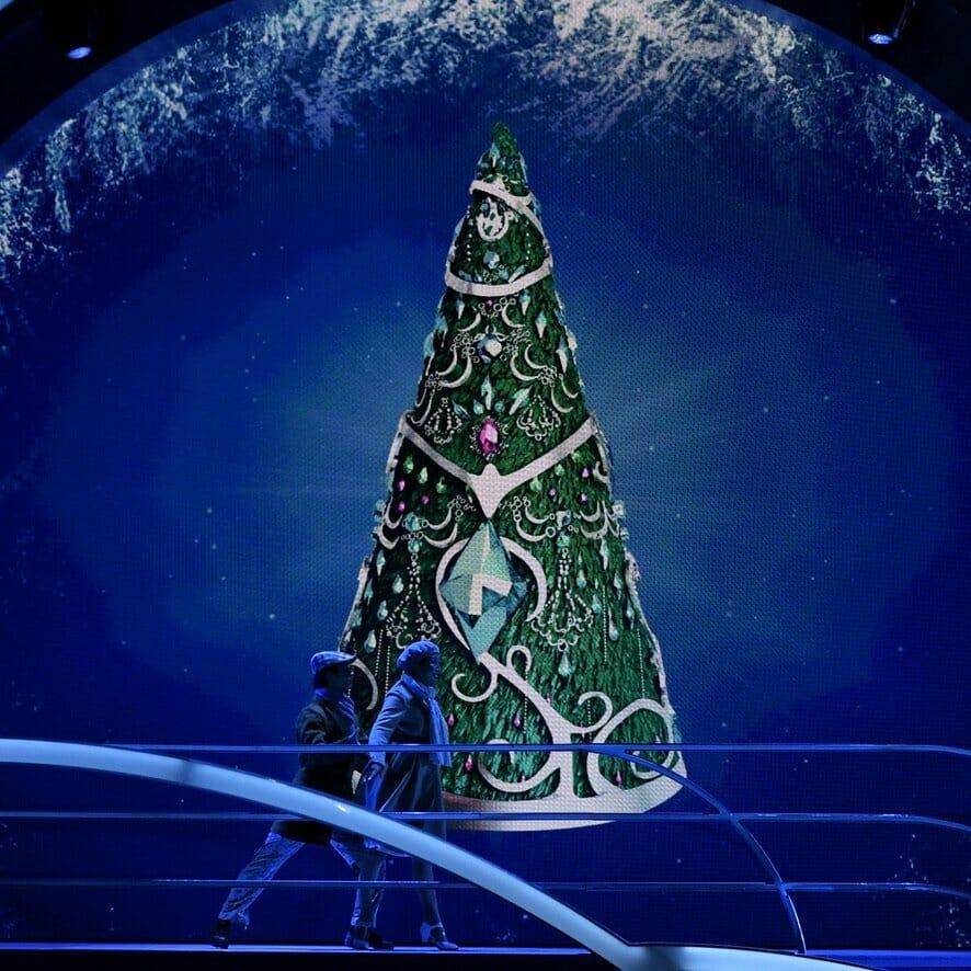 """ユニバーサル・スタジオ・ジャパン""""ユニバーサル・クリスタル・クリスマス2019""""クリスタルの約束 クリスマスツリー"""