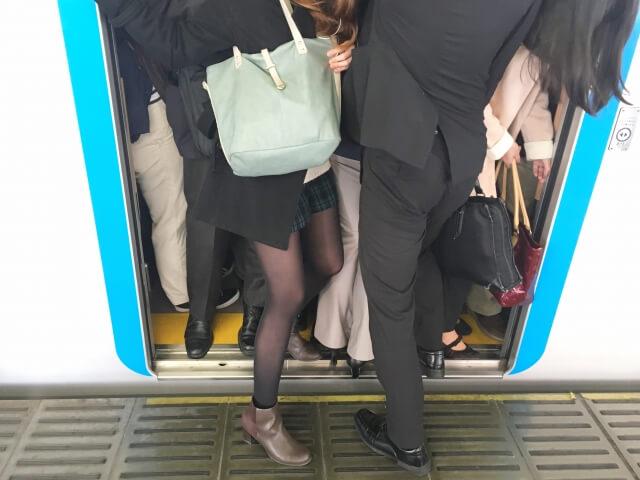 「通勤中にストレス感じていますか?」
