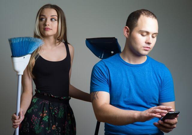 男性の4割は家事を聞たくしたくないと考えている。