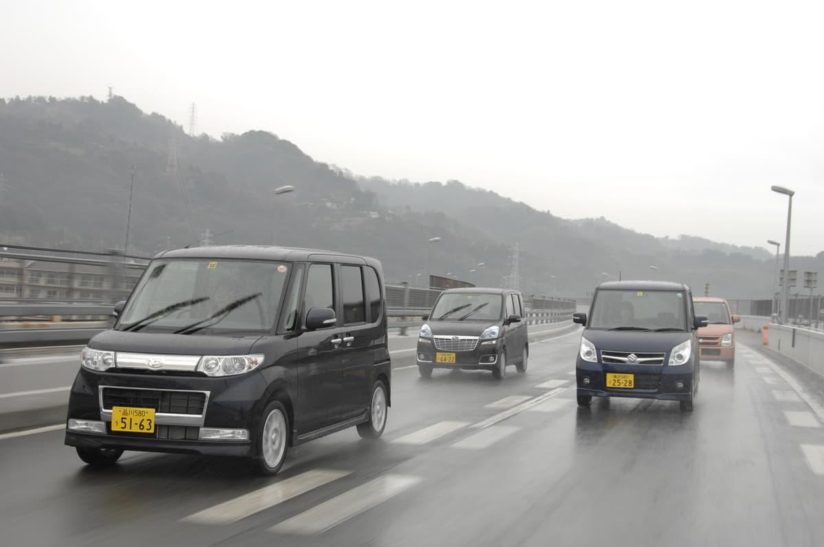 高速道路で突然の豪雨