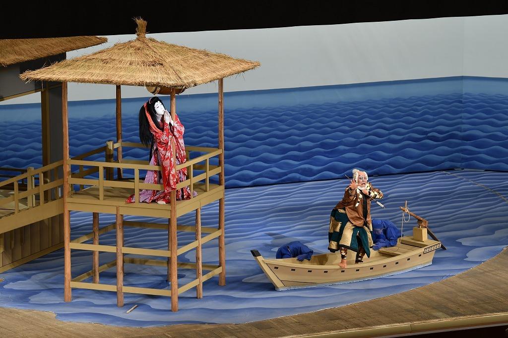 『神霊矢口渡』(左から)娘お舟=中村梅枝、渡し守頓兵衛=尾上松緑