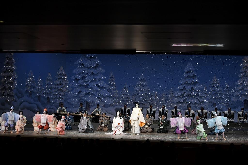 『本朝白雪姫譚話』(左から)従者晴之進=坂東彦三郎、白雪姫=坂東玉三郎、輝陽の皇子=中村歌之助