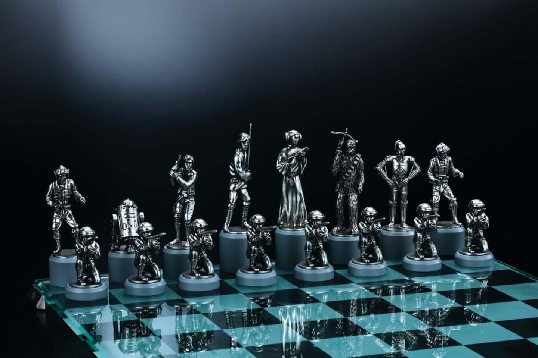 スター ウォーズ シリーズのキャラクターがチェスの駒に 高級感