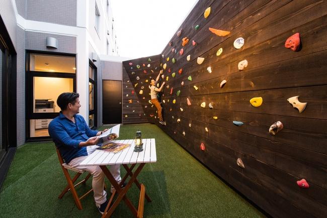 高さ3mのボルタリング壁はお子様コースもあり、女性でも気軽に楽しめる。