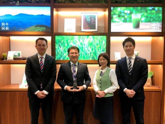 左より、株式会社アサヒ緑健 営業推進部 新開さん、木稲チーフリーダー、岡村さん、飯田さん