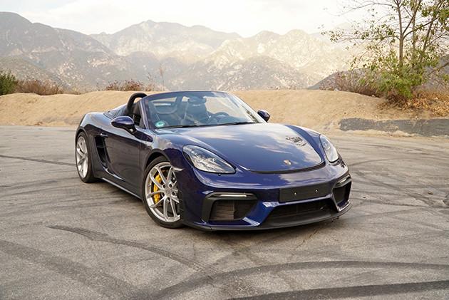 ポルシェ 718スパイダー 今年6月に発表された718スパイダー。4リットルの水平対向6気筒に6速MTを組み合わせる。最高出力420PS。価格は1215万円