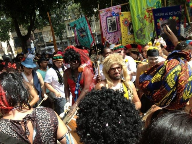 街中では思い思いの仮装をして楽しむスタイルが主流