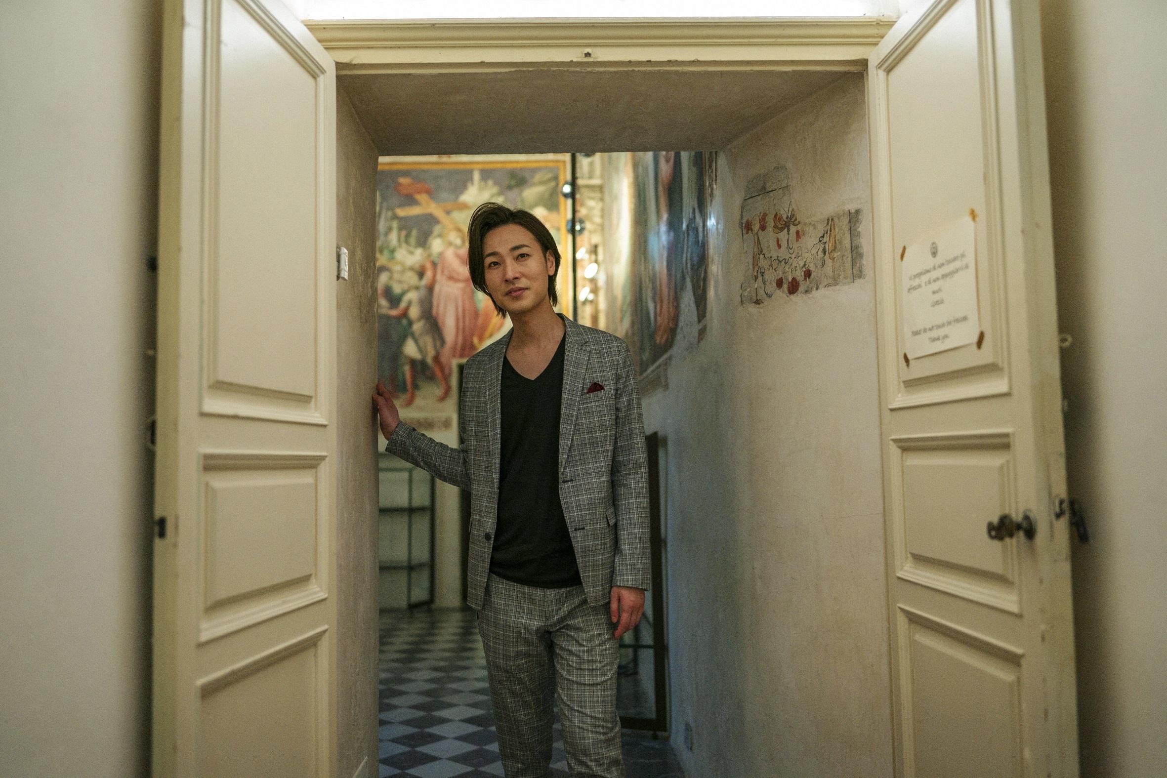 山内惠介 写真:本間寛 (C)三井エージェンシー、 主婦の友社
