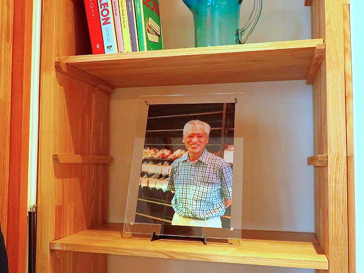 店内に飾られた、二代目店主・多夫さんの写真