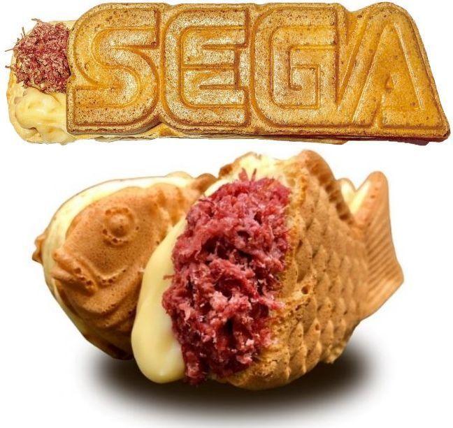 セガのたい焼き「コンビーフたい焼き(とろ~りチーズ入り)」上=秋葉原店のセガロゴ焼きバージョン、下=池袋店の通常バージョン