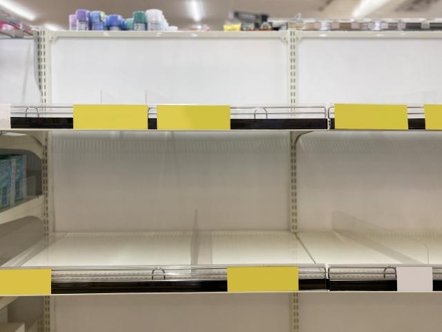 25日夜以降、買い占めの様子が相次いで報道されている