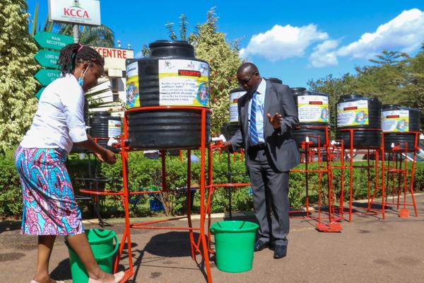 ウガンダで提供・設置した足踏み式手洗い設備(WaterAid Uganda)