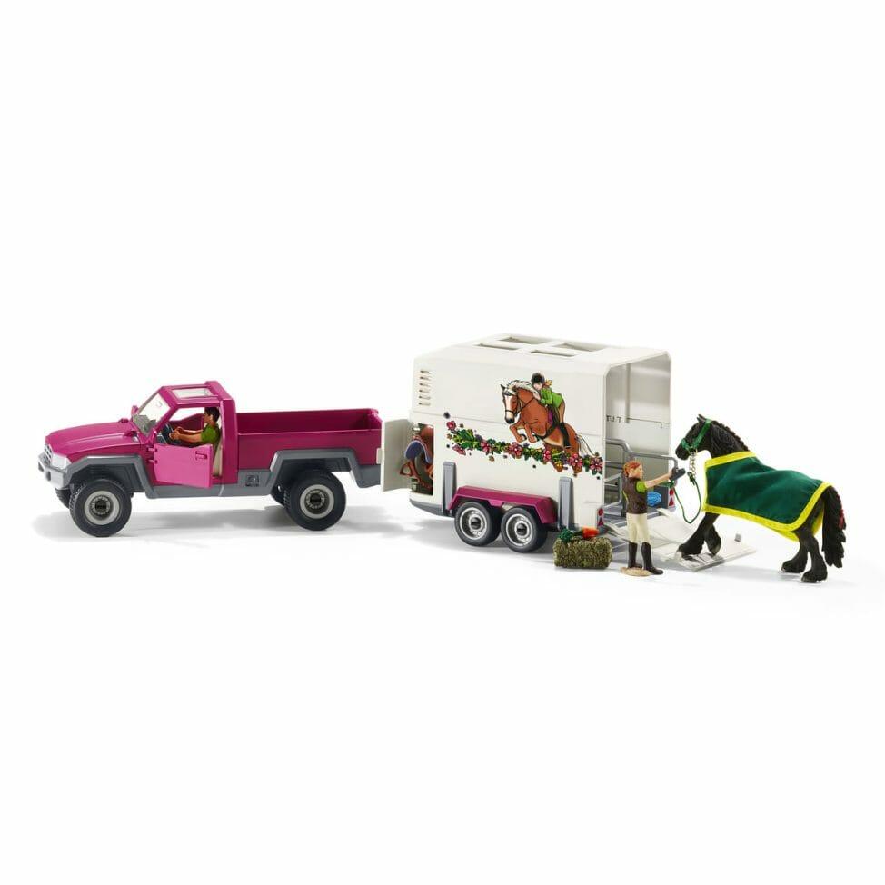 ピックアップトラックと馬運送車3