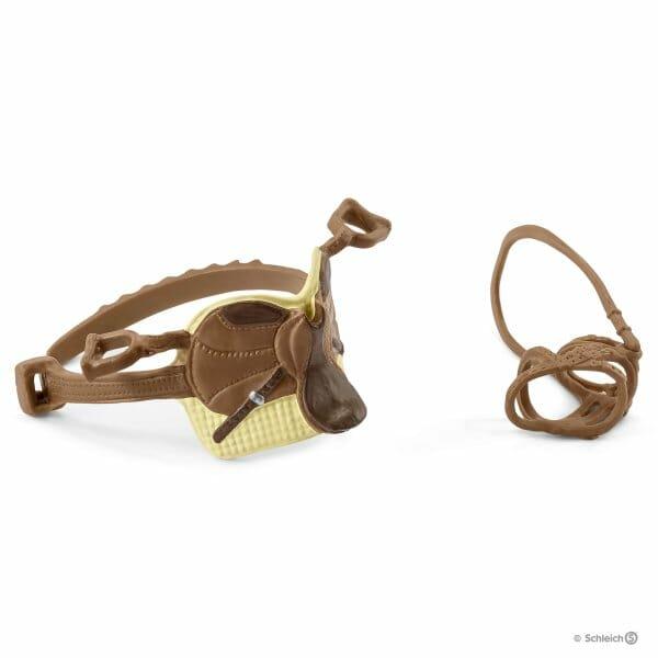 サラとミステリーの鞍と手綱