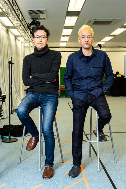 荒牧伸志監督(左)と神山健治監督。モーションキャプチャで使用する広々としたスタジオで撮影。ここで、『攻殻機動隊 SAC_2045』のリアルな動きがつくられる