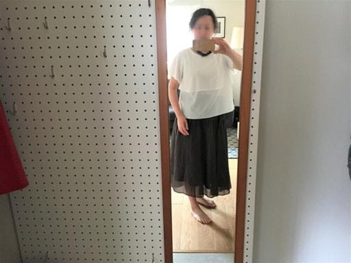 白のブラウス+ネイビーのロングスカート