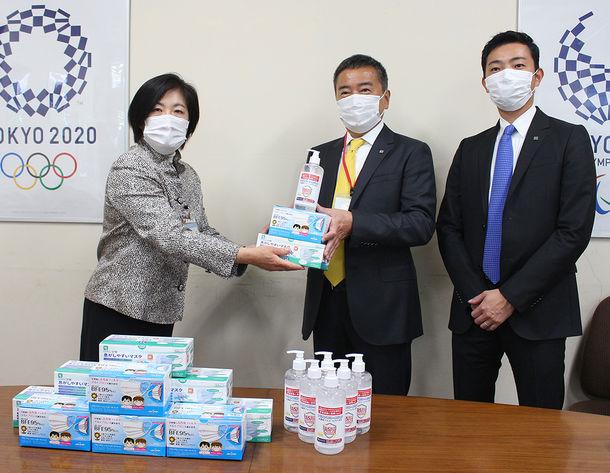 横浜市総務局を訪問 デリスアルコールジェルとマスクを寄附