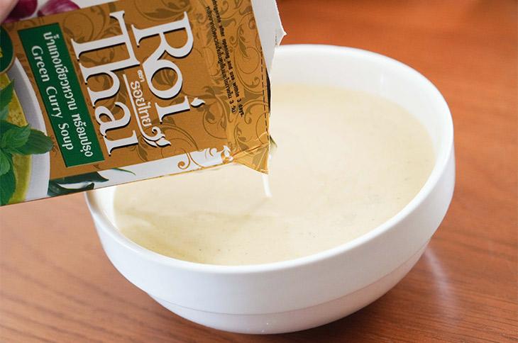 「グリーンカレースープ」はココナッツミルク入り