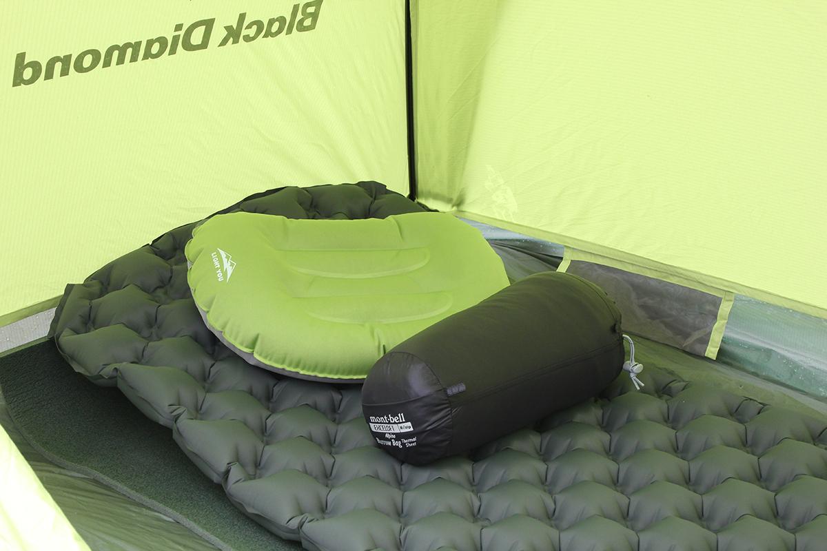 キャンプのテント設営に知っておきたいテント、タープ、ペグ、シュラフ、屋外キッチンなど基本的なコツ。