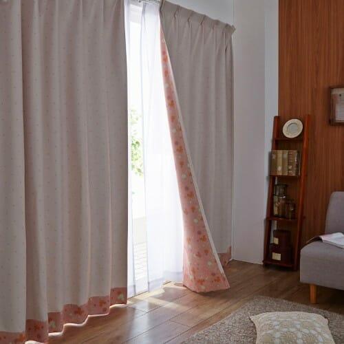 裏面もかわいい両面プリントの遮熱・遮光カーテン ピンク