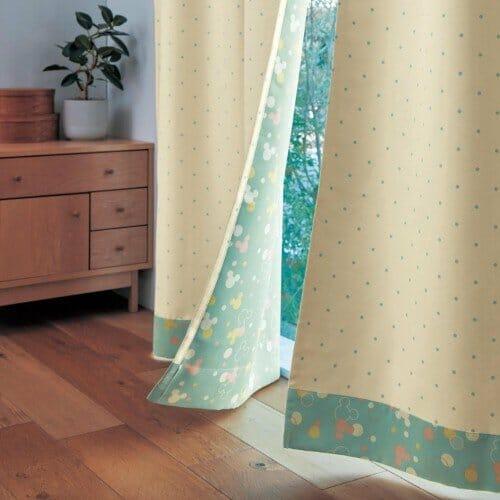 裏面もかわいい両面プリントの遮熱・遮光カーテン