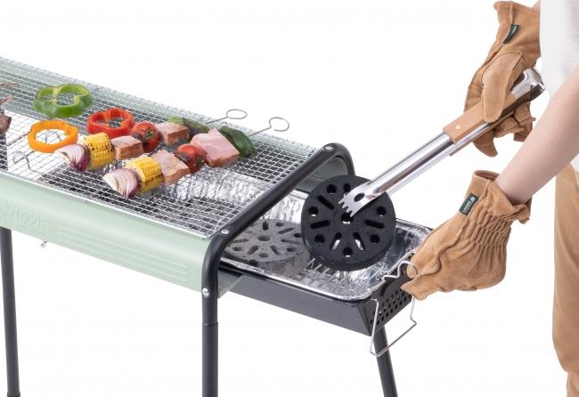 火床が左右にスライドできるので、 炭の継ぎ足しがスムーズに。