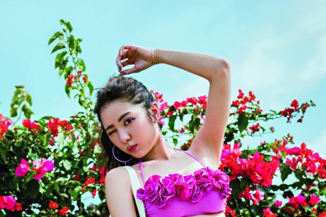 最強女子モテモデル・石川恋、『CanCam』が総力特集 美ボディで「ジェニック水着」着こなす