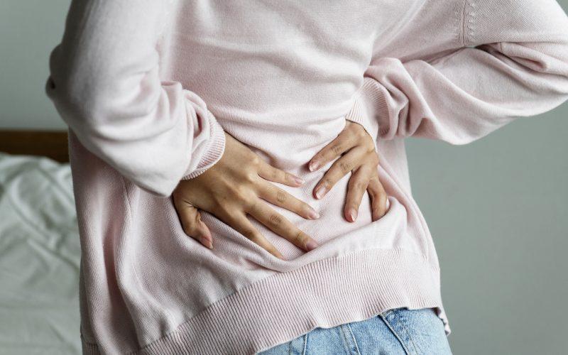 食べ 過ぎ 背中 が 痛い